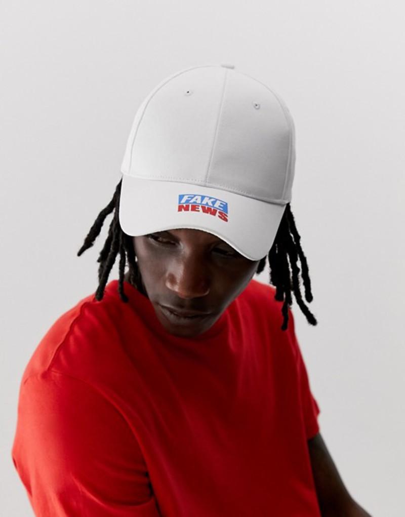 メンズ帽子, キャップ  ASOS DESIGN baseball cap in white with fake news print White