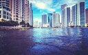 絵画風 壁紙ポスター (はがせるシール式) マイアミ マリンシティー 海洋都市 フロリダ州 アメリカ キャラクロ UMAM-007W1 (ワイド版 921mm×576mm) 建築用壁紙+耐候性塗料 インテリア