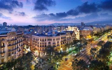 絵画風 壁紙ポスター (はがせるシール式) バルセロナの夕暮れ夜景 グラシア通り スペイン キャラクロ VRCN-002W2 (ワイド版 603mm×376mm) 建築用壁紙+耐候性塗料 インテリア
