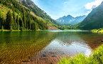 絵画風 壁紙ポスター (はがせるシール式) マルーン湖とマルーンベルズ山 コロラド州 ロッキー山脈 世界遺産 キャラクロ LAKF-003W1 (ワイド版 921mm×576mm) 建築用壁紙+耐候性塗料 インテリア