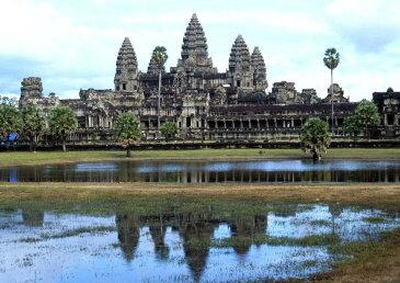 絵画風 壁紙ポスター (はがせるシール式) アンコールワット 世界三大仏教遺跡 カンボジア キャラクロ ACW-001A1 (A1版 830mm×585mm) 建築用壁紙+耐候性塗料 インテリア