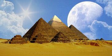 絵画風 壁紙ポスター (はがせるシール式) ギザの三大ピラミッドとビッグムーン 月 古代エジプト 世界遺産 ピラミッドパワー パノラマ キャラクロ EPMD-011S1 (1152mm×576mm) 建築用壁紙+耐候性塗料 インテリア