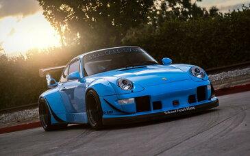 絵画風 壁紙ポスター (はがせるシール式) ポルシェ 911 クーペ RWBチューニングカー 993型 1995年 ブルー キャラクロ P993-006W1 (ワイド版 921mm×576mm) 建築用壁紙+耐候性塗料 インテリア