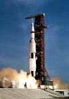 絵画風 壁紙ポスター (はがせるシール式) アポロ11号の発射 サターンV SA-506 ロケット 1969年 NASA キャラクロ NAS-020A2 (A2版 420mm×594mm) 建築用壁紙+耐候性塗料 インテリア