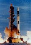 絵画風 壁紙ポスター (はがせるシール式) アポロ計画最後の発射 スカイラブ1号 サターンV SA-513 ロケット 1973年 NASA キャラクロ NAS-023A2 (A2版 420mm×594mm) 建築用壁紙+耐候性塗料 インテリア