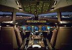 絵画風 壁紙ポスター (はがせるシール式) ボーイング777 300型 コックピット 操縦室 パイロット ジェット旅客機 キャラクロ APCP-003A1 (A1版 830mm×594mm) 建築用壁紙+耐候性塗料 インテリア