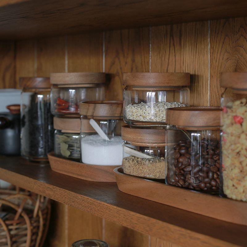 キッチンで過ごす時間がより楽しいものになるよう、素敵な調味料入れをチョイスしてみてください♪  *画像/CHABATREE(チャバツリー)「ガラスジャー 保存容器」
