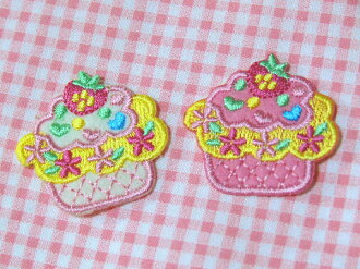 Emblem of the cupcake (white one with pink single sheet set) cute ice cream embroidery!