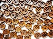 【木製ボタン】150個まとめ買いパック木のボタン(ブラウン)ウッドボタンセット手芸スクラップブッキングやプレゼントラッピング・デコレーションにもアレンジ♪/15mmサイズ150個パック