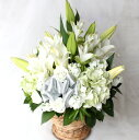 静寂な美しさを放ち美しく咲く大輪のユリをメインに純白のお花たちでアレンジしました。モダン...