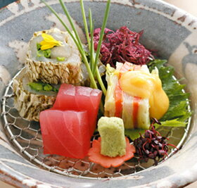 食材の四季を知り尽くした職人の腕が冴える日本料理。リンベル<コトギフト>セレクション [...