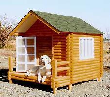 犬小屋 の人気の秘密は、国産天然木使用!床下に風が良く通り、湿気から守る高床式設計。ここに...