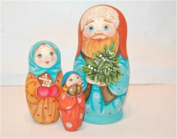セルゲイ・コブロフ工房「クリスマスのマトリョーシカ小サイズ サンタを待つ家族」11cm3個組作家 スベトラーナ・カバノヴァ【マトリョーシカ】
