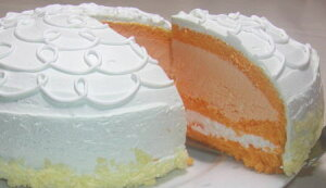 北海道を代表する『夕張メロン』がケーキになりました。夕張市農協さんから果汁の供給を受け販...