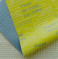 さわやかな黄緑の文字柄の包装紙