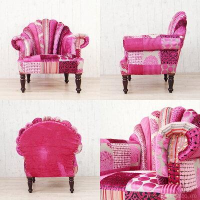 ボヘミアンスタイルでピンクカラーの様々な模様のパッチワーク。一人掛けソファ
