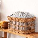 ラタンナチュラル巾着バスケット 材料に皮付のラタンを使用した自然の風合い おしゃれに小物の収納ができるかわいい籐製かご 持ち手付きで便利 創業100年 籐家具専門メーカーの技術のカゴ GK888MER