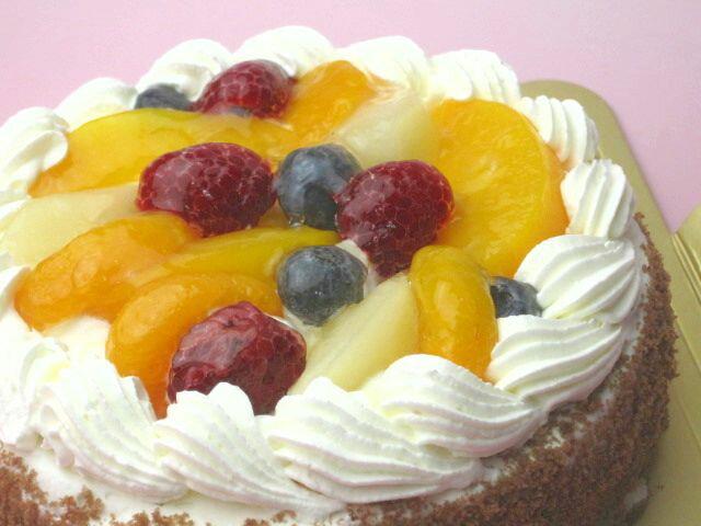 【誕生日ケーキバースデーケーキならこれ!】【送料無料】直径18cm(6名)フルーツ(ラズベリー・ブルーベリー・黄桃・みかん・洋ナシ)生クリームホールケーキ