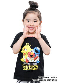 阪神タイガース公認グッズSESAMESTREET×タイガースTシャツ(集合ボールキャッチ)(子供用)