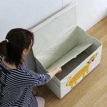 動物柄がかわいいフタ付きストレージボックス「3sproutsスリースプラウツトイチェスト」中敷きを敷いて使用。