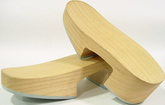 Nowadays clogs with Tung Komachi-M size