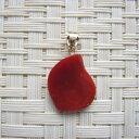 珊瑚通販専門店ランキング13位 高知産血赤珊瑚の変形ペンダントトップK18『宝石サンゴ』