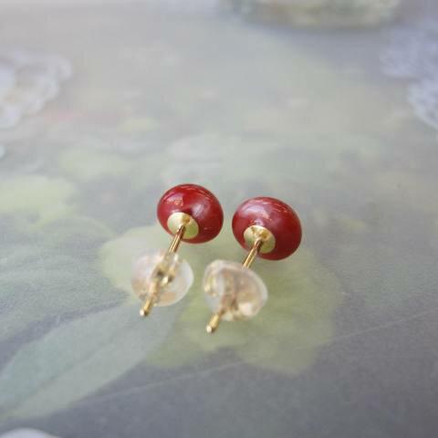 高知産血赤珊瑚のラウンドピアス.(6ミリ)/K18/『宝石サンゴ』