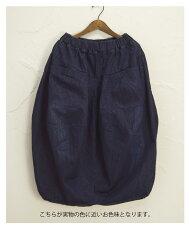 暮らしに寄り添う上質な着こなしを。デニムのロングスカート