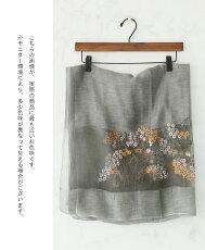 可憐な花束を纏って過ごすシルクのなめらかストール