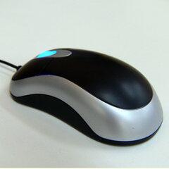 標準的な大きさの、光学式スクロールマウスです。光学式なので、光学式マウスに対応したマウス...