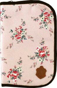 かわいい花を散りばめたガーリーテイストな母子手帳ケース。すこし大きめにつくられていて収納...