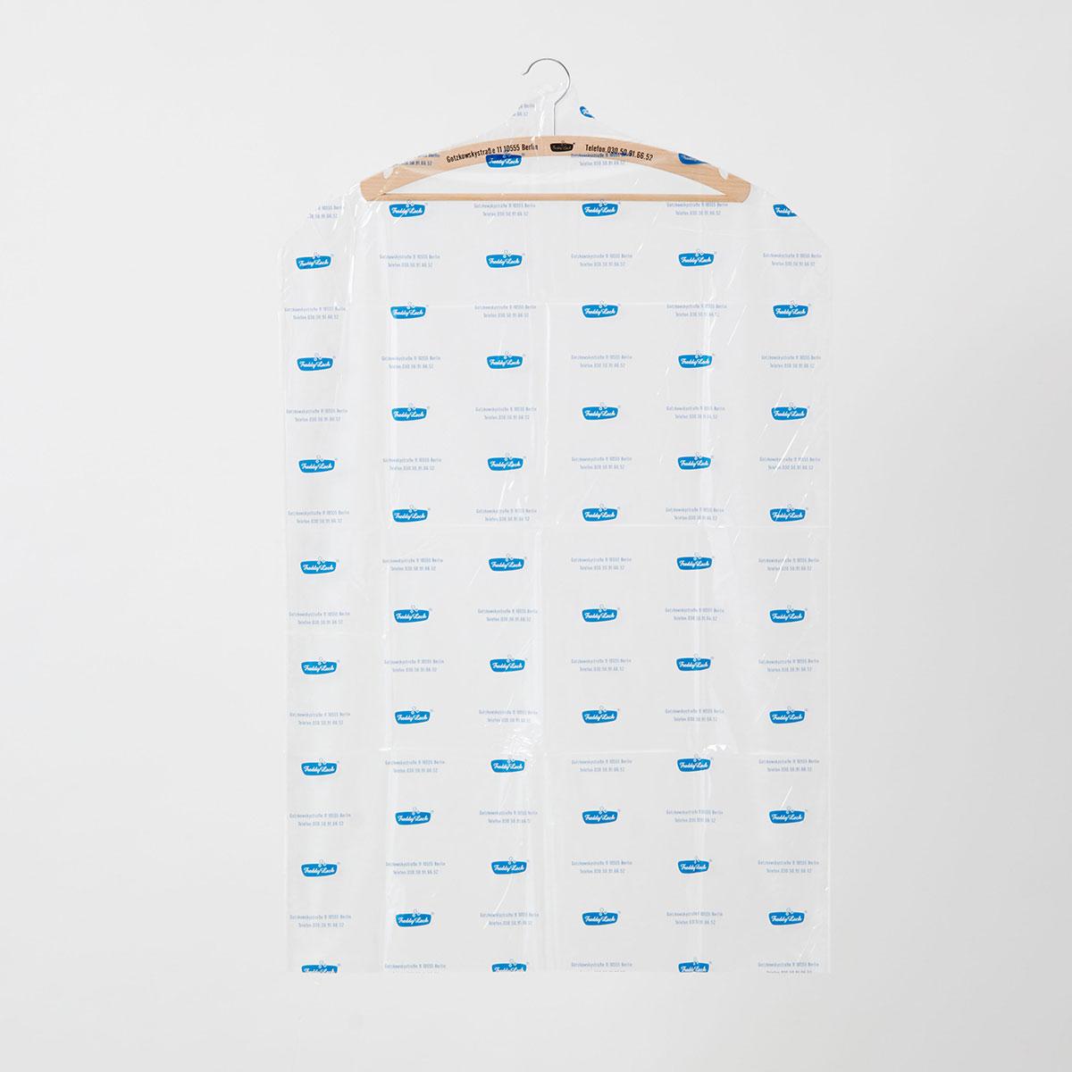 軽量不織布を使用しているため、通気性に優れ、衣類を湿気のこもりやホコリから守ります。