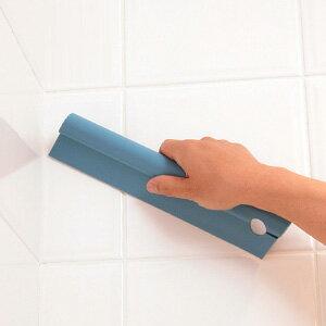 水滴をさっと拭き取り! 100%天然由来原料の泡で、トイレの中も外もピカピカ!