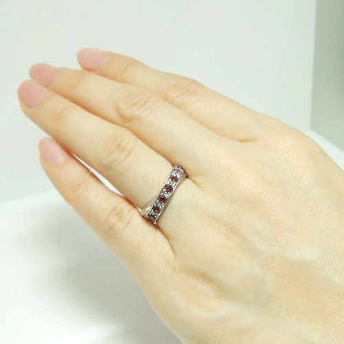 K18WGホワイトゴールド ガーネット ダイヤ  エタニティー風 リング 1月誕生石 指輪