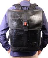驚く程軽量な防水バックパック