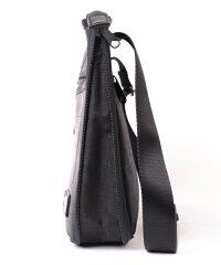 A4書類対応、広がる防水サコッシュバッグ