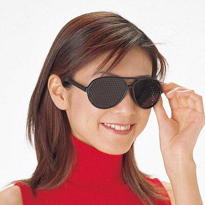 レンズなしなのに視力アップ効果が狙える!遠近兼用ピンホールメガネ 目が疲れた時にリフレッ...