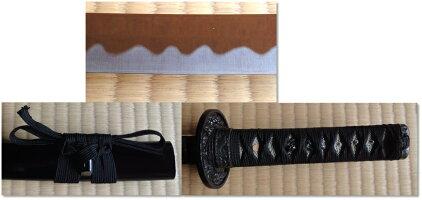 ◆難有り品◆美術刀剣小刀黒鞘黒呂塗り乱れ刃/鎬(しのぎ)プラサメ皮黒紐巻【H】