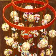 縮緬工芸品。子供の成長を願う贈り物として。『京都のつるし飾りちりめん鞠2段17本飾り』つるし雛/誕生日/雛祭り/子供の日/七五三/新春/お正月/お祝い/和雑貨/インテリア/プレゼント/ギフト/ニコアンティーク06-08-13-001