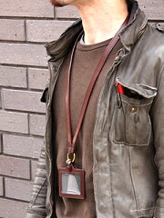 CORBO.(コルボ)-SLATE-スレートシリーズネックストラップ8LC-9942イタリアンオイルレザー(本革)のネックストラップです。