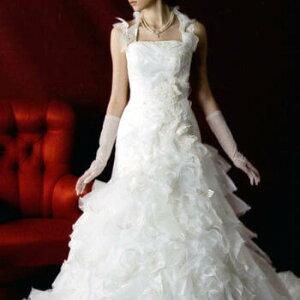 【蝶のモチーフとたっぷりのフリルが豪華なドレス!ウエストラインがしぼられているのですっき...