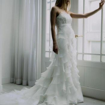 【新春初売】【ポイント20倍】ウェディング ドレス レンタル(11号)[em008]「ハイウエスト段スカート」【人気のエンパイアラインのウェディングドレス。ホルターは付けはずし可能!すっきりとした印象ながらフリルとロングトレーンがかわいらしさも演出☆】