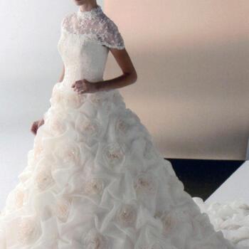 ウェディング ドレス レンタル(9号)[pl023]「レースケープ総レース」【スカートがすべてバラの豪華なドレスです。ケープをつけるとより上品な印象に♪広い会場におすすめです。】【レンタル】【消費税アップ直前還元セール】【ポイント10倍】