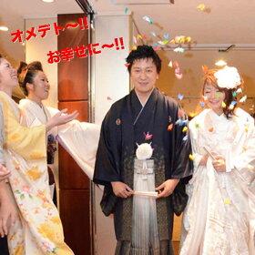 折り鶴シャワーしあわせの願いを込めて千羽の折り鶴での祝福のシャワー