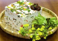 椎葉名物「菜豆腐」は昔、冠婚葬祭で用いられてきた郷土料理です。冷奴、湯豆腐、豆腐ステーキ...