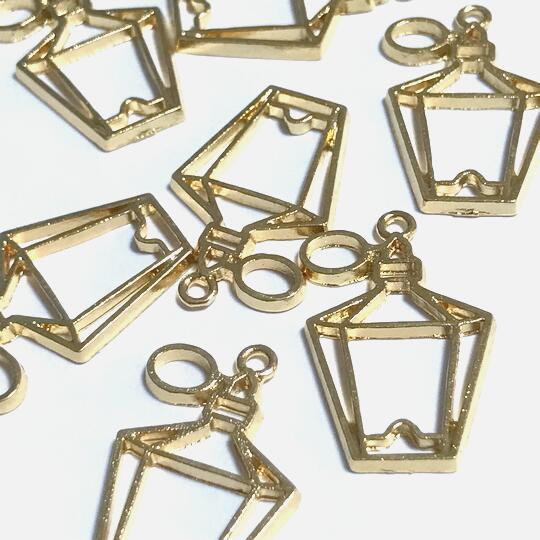 香水瓶のレジン枠A パフューム チャーム 空枠 フレーム ライトゴールド パーツ 穴空きミール皿