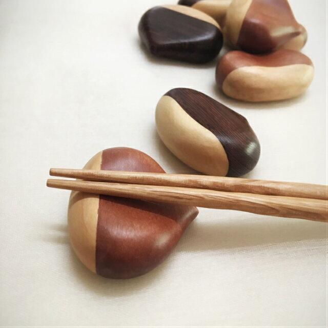 ミャンマー産高級天然木 栗型 箸置き 2個
