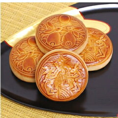【季節限定商品】白胡麻餡と黒胡麻餡、2種類の月餅を詰合わせました。うさぎの模様が刻まれた、...