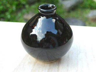 One Kiyomizu ware bean black red