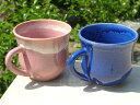 【京焼 清水焼】深い藍色とつややかなピンクが美しい!清水焼 青とピンクペアマグカップ 丸形...